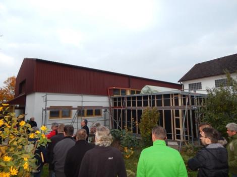 Der Gemeinderat besichtigte in seiner jüngsten Sitzung den Anbau eines Kraftraumes an die Athletenhalle durch den ABA