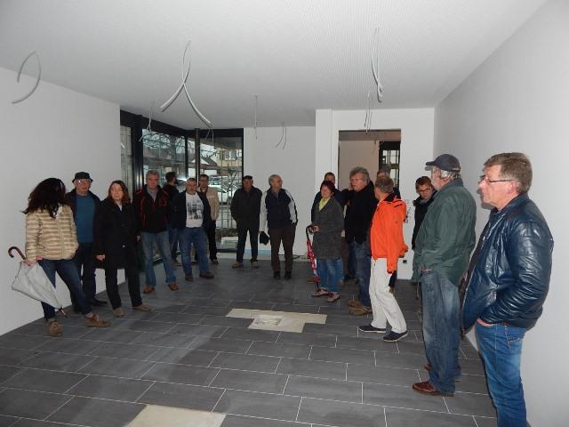 Architekt Sorichter erläuterte den Stand der Baumaßnahmen des Neubaus in der Alpirsbacher Straße 18