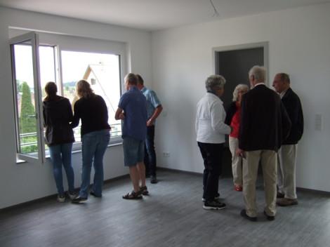 Interessierte Bürgerinnen und Bürger nutzten die Gelegenheit, die Wohnungen im Ober- und Dachgeschoss zu besichtigen