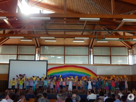 """Alle Kinder der Grundschule Rötenberg sagten """"Bye Bye"""" zur Ulrike Wiedmann."""