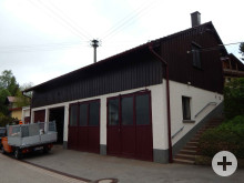 Bauhofgebäude in Rötenberg mit VW Transporter